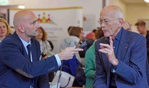 Im Bild der Programmbereichsleiter Nikolaos Georgakis und der Professor Klaus Wermker. Foto: VHS/Volker Hartmann